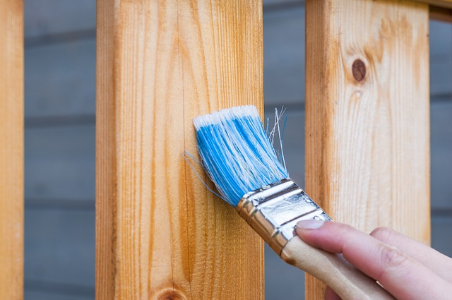 come stendere la vernice protettiva per legno